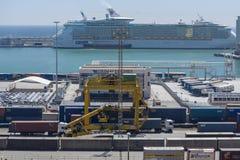 集装箱码头在巴塞罗那 免版税库存图片