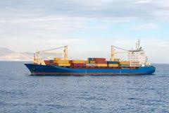 集装箱船在地中海 免版税库存照片