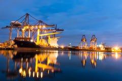 集装箱船在港口 免版税图库摄影