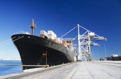 集装箱船在船坞 库存图片