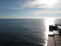 从集装箱船的桥梁的太平洋天际 库存照片