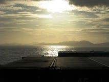 从集装箱船的海洋日落 库存图片