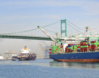 集装箱船,洛杉矶港  免版税库存图片