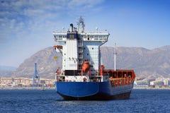集装箱船: 在船尾的视图。 免版税库存图片
