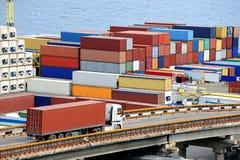 集装箱运输卡车 免版税库存图片