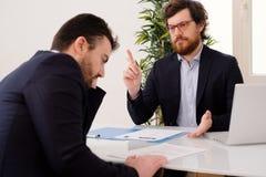 雇员在与上司的一次工作面试中担心 免版税库存照片
