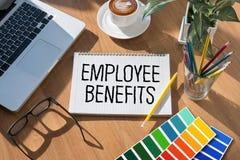 雇员福利供以人员工作在片剂技术通信 免版税库存照片