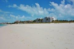 雍容海湾海滩在Providenciales,土耳其人和凯科斯 免版税图库摄影