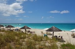 雍容海湾海滩在Providenciales,土耳其人和凯科斯 免版税库存照片