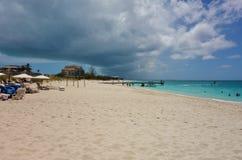 雍容海湾海滩在Providenciales,土耳其人和凯科斯 库存照片