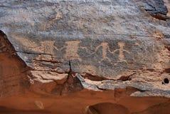 雕刻刻在岩石上的文字岩石 免版税库存照片