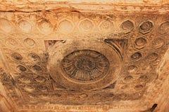 雕刻在天花板在扇叶树头榈古城 库存照片