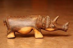 雕刻犀牛木头 免版税库存照片