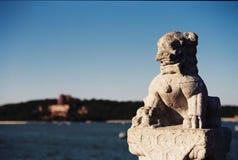 雕刻狮子石头 免版税库存图片