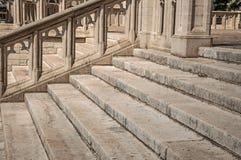 雕刻的石装饰和楼梯在圣迈克尔和圣Gudula大教堂在布鲁塞尔 免版税库存图片