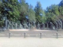 雕刻的组 作者是米哈伊尔Shemyakin 孩子-成人恶习的受害者 免版税库存图片