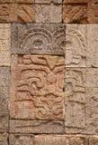 雕刻神墨西哥teotihuacan墙壁 库存图片