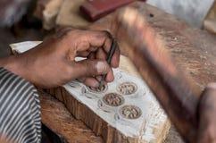 雕刻纺织品木刻版印刷的一个木打印块 免版税库存图片