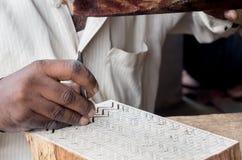 雕刻纺织品木刻版印刷的一个木打印块 库存图片