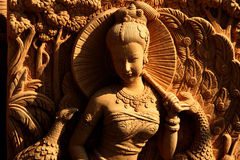 雕刻藏品石伞妇女 免版税库存图片