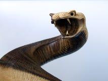 雕刻蛇木头 免版税图库摄影