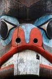 雕刻表面杆图腾 免版税库存图片