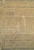 雕刻象形文字的kom ombo寺庙 库存照片