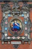 雕塑和城市在城市门多德雷赫特武装 免版税库存图片