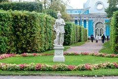 雕塑在凯瑟琳公园 Tsarskoye Selo 圣彼德堡 俄国 免版税库存照片