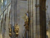 雕塑在教会里 免版税图库摄影
