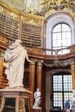 雕塑在状态霍尔图书馆里在维也纳 库存图片