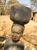 雕塑在非洲使容易 免版税库存图片