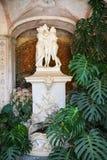 雕塑在Estoi宫殿庭院里  免版税库存照片