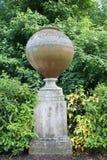 雕塑在Hever城堡庭院,英国里 库存照片