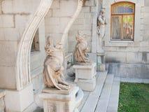 雕塑在Massandra ` s宫殿-虚构物和satyres 库存图片