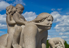 雕塑在Vigeland公园奥斯陆挪威 库存图片