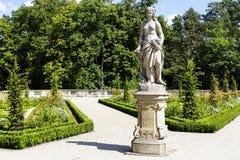 雕塑在Wilanow公园在华沙 免版税库存图片