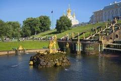 雕塑森山和盛大小瀑布的碗的看法在关闭喷泉以后 免版税库存图片