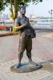 雕塑游人 免版税库存照片