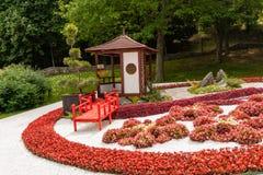 雕塑由装饰和花制成在日本式 库存图片