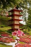 雕塑由装饰和花制成在日本式 免版税库存照片