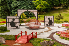 雕塑由装饰和花制成在日本式 免版税库存图片