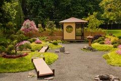雕塑由装饰和花制成在日本式 图库摄影