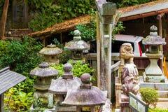 雕塑的看法在城市公园,京都,日本 特写镜头 免版税库存图片