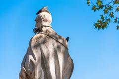 雕塑的看法在城市公园,马德里,西班牙 复制文本的空间 库存照片