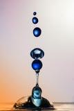 水雕塑:蓝色球 免版税库存图片