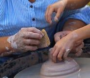 雕塑黏土在艺术车间 免版税图库摄影