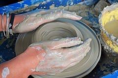 雕塑黏土 黏土手工制造罐 免版税库存图片