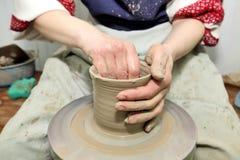 雕塑黏土 手工制造罐 E 免版税库存照片