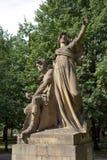 雕塑Premysl和Libuse JW Myslbek (1881)在维谢格拉德 布拉格 cesky捷克krumlov中世纪老共和国城镇视图 图库摄影
